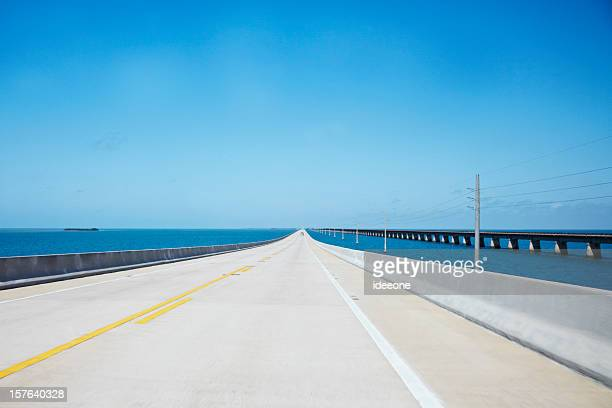 endless straight road over the ocean - florida keys stock pictures, royalty-free photos & images