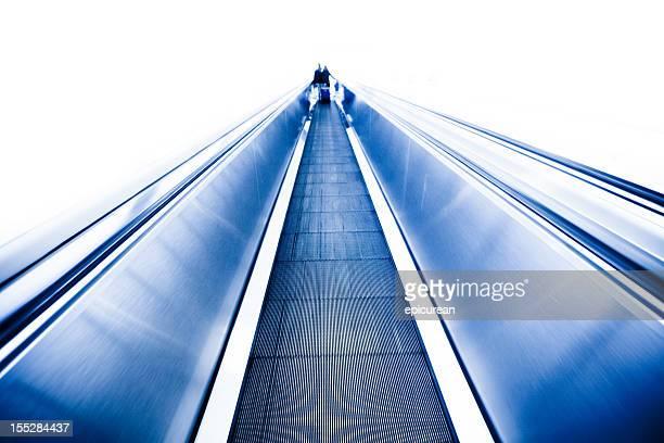 infinitas pasillo hacia una luz blanca - aeropuerto internacional de miami fotografías e imágenes de stock