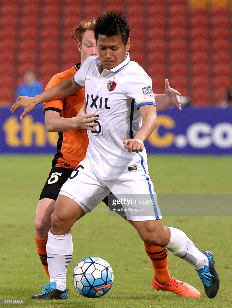 Endo Yasushi of the Antlers is pressured by the defence of Corey Brown of the Roar during the AFC Asian Champions League Group Stage match between the Brisbane Roar and Kashima Antlers at Suncorp Stadium on April 12, 2017 in Brisbane, Australia.