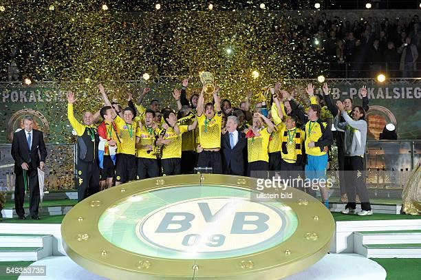 Endspiel Saison 2011/2012 Fussball Saison 20112012 DFBPokal Finale in Berlin 2012 Borussia Dortmund FC Bayern München 52 Die Spieler vom BVB feiern...