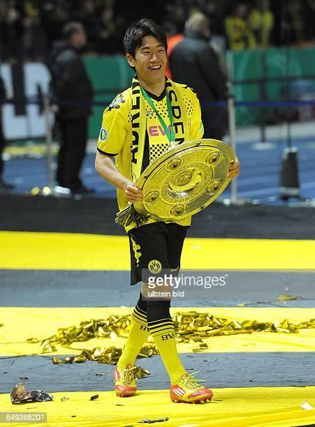 Endspiel Saison 2011/2012 Fussball Saison 20112012 DFBPokal Finale in Berlin 2012 Borussia Dortmund FC Bayern München 52 Shinji Kagawa mit der...