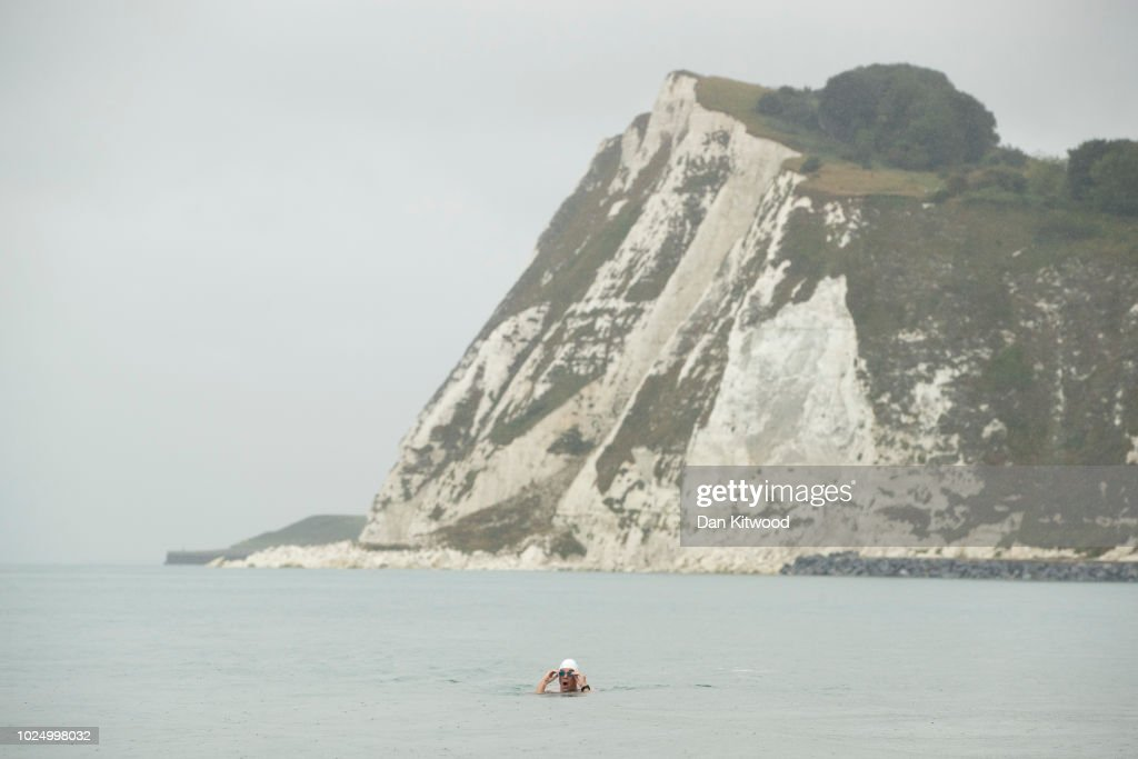 UN Patron Of The Oceans Completes 'Long Swim' From Land's End To Dover : Nachrichtenfoto