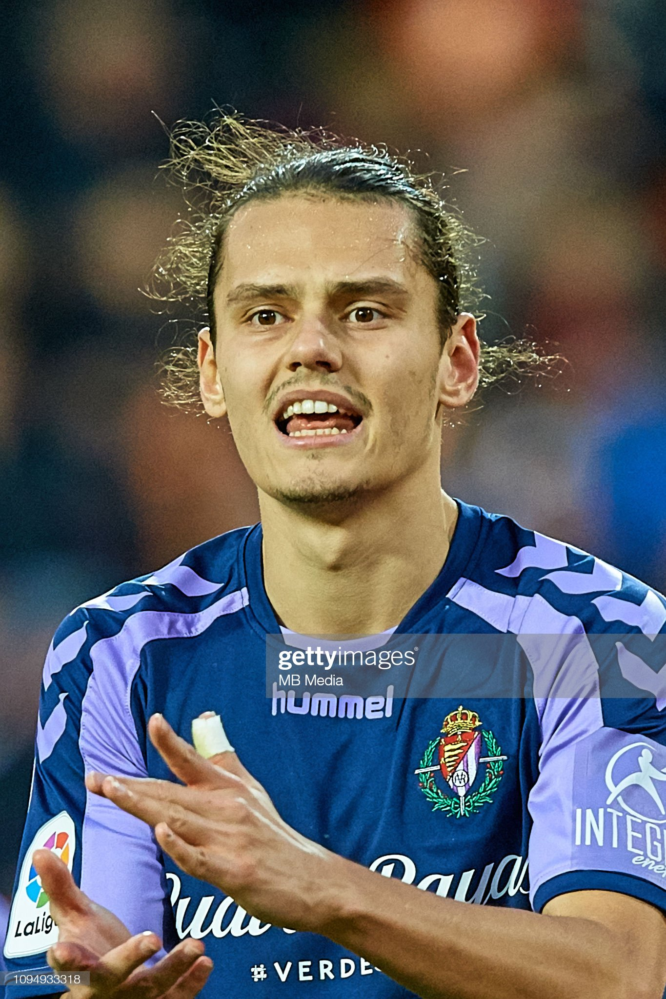 ¿Cuánto mide Enes Unal? - Altura - Real height Enes-unal-during-the-la-liga-match-between-valencia-cf-and-real-cf-picture-id1094933318?s=2048x2048