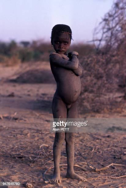 Enfant Songhaï dans la région de Gao, en décembre 1982, Mali.