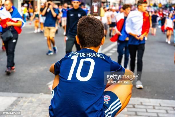 Enfant supporter de l'équipe de France de football lors de la finale de la coupe du monde le 15 juillet 2018, Paris France.