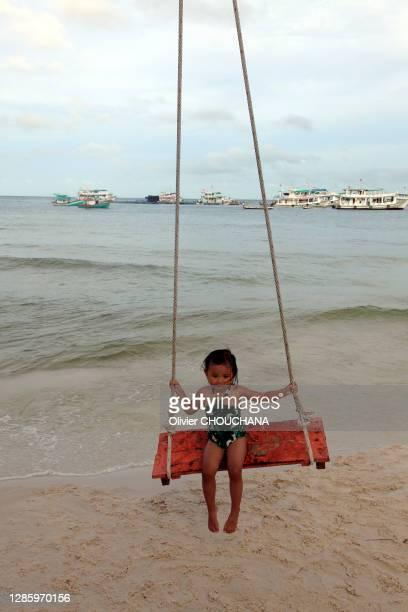 Enfant vietnamien sur une plage de l'ile touristique de Phu quoc a 45 minutes de vol de la grande metropole d'Ho Chi Minh le 24 Aout 2018, Phu Quoc...