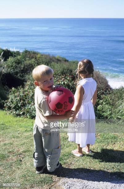 enfants jouant au ballon Guetary Pays Basque departement PyreneesAtlantique region Aquitaine France children Guetary Pays Basque PyreneesAtlantique...