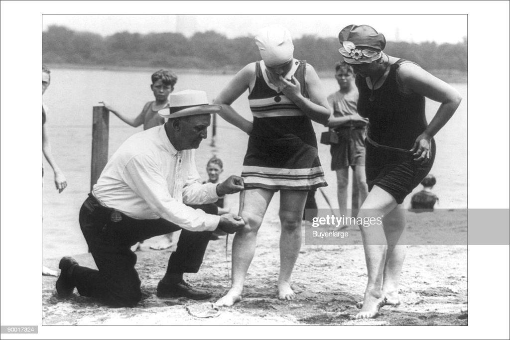 Enforcement of the bathing suit law : Photo d'actualité