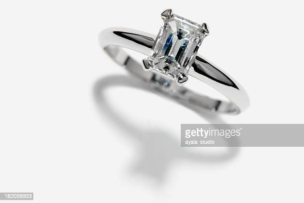 engagement ring - platinum rings stock pictures, royalty-free photos & images