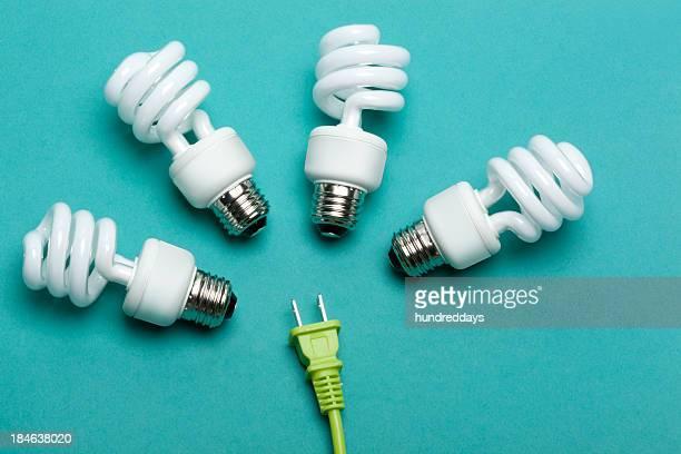 engergy lámparas de bajo consumo - bombilla de bajo consumo fotografías e imágenes de stock