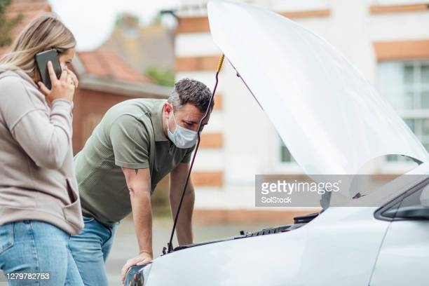 engine issues at the roadside - vehicle breakdown stock pictures, royalty-free photos & images