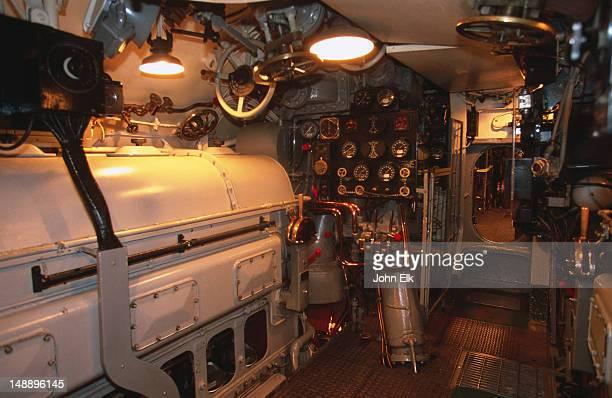 engine room of pamapanito balao class submarine at maritime national historic park. - kriegsschiff stock-fotos und bilder
