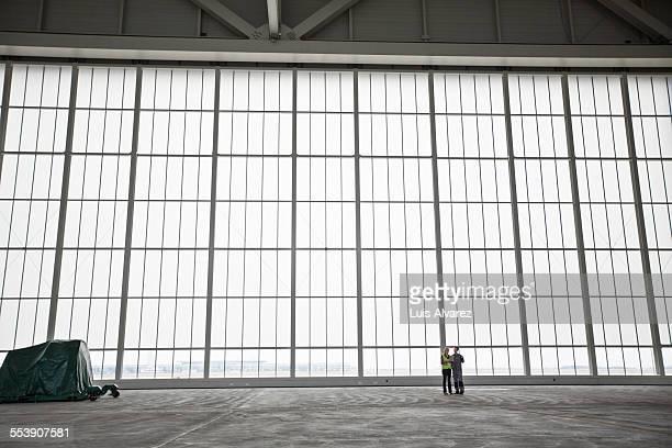 engineer and supervisor against glass wall - klein stock-fotos und bilder
