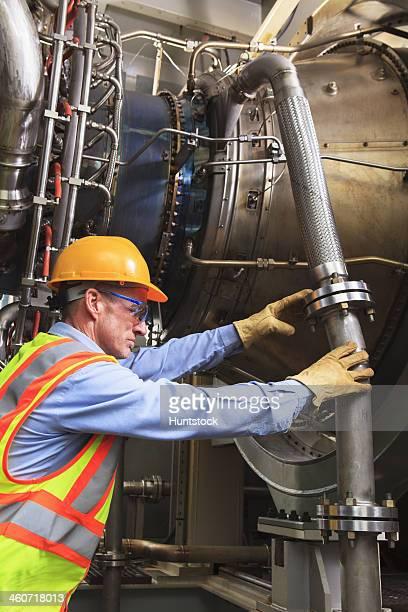 Ingenieur bei fuel Zündung Phase der gas turbine die