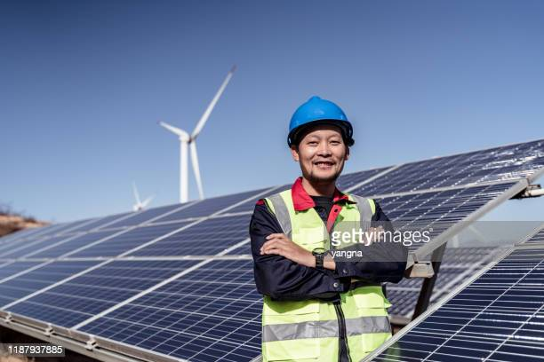 engineer checking photovoltaic installation - east asia stock pictures, royalty-free photos & images