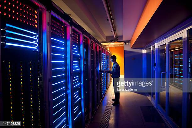 it engineer in action configuring servers - telecommunications equipment stock pictures, royalty-free photos & images