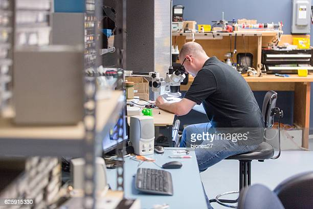 engineer in the lab - oscilloscope stock pictures, royalty-free photos & images
