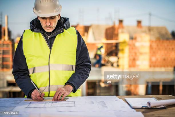 Ingenieur auf einer Baustelle