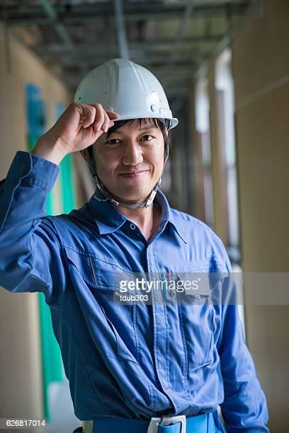 エンジニアまたは検査担当者にビルビュー建設現場