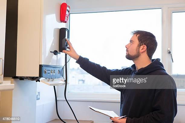 Ingenieur Wartung Zentralheizung Boiler
