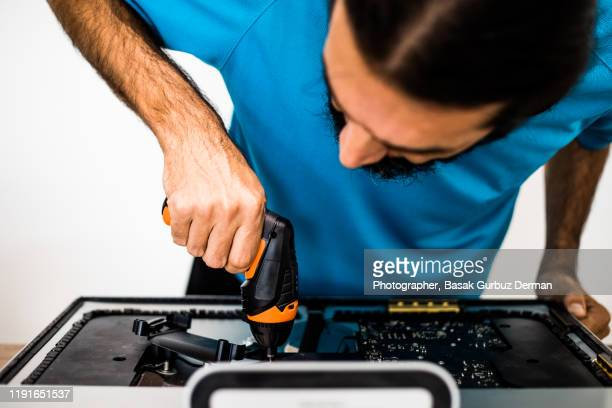 it engineer upgrading / repairing the computer - technician stock pictures, royalty-free photos & images