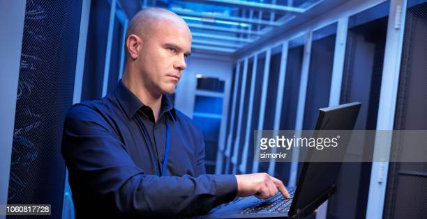 IT-Ingenieur mit laptop