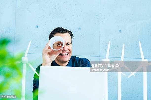 Ingenieur mit positiven und grünen vision