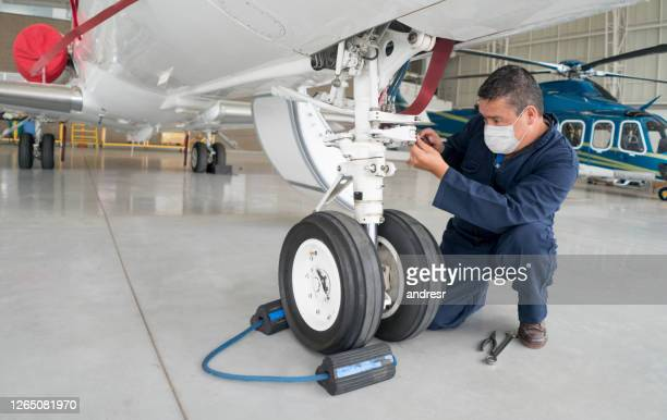 engineer working at the airport wearing a facemask - air vehicle stock pictures, royalty-free photos & images