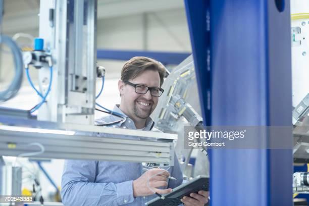 engineer working in industrial plant - sigrid gombert stockfoto's en -beelden