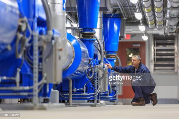 engineer working on sensors - estação de tratamento de esgotos imagens e fotografias de stock