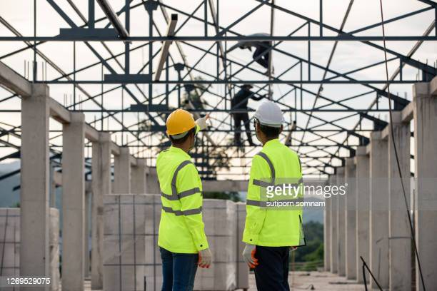 engineering, supervisor and worker in the construction site - 578105427 stock pictures, royalty-free photos & images