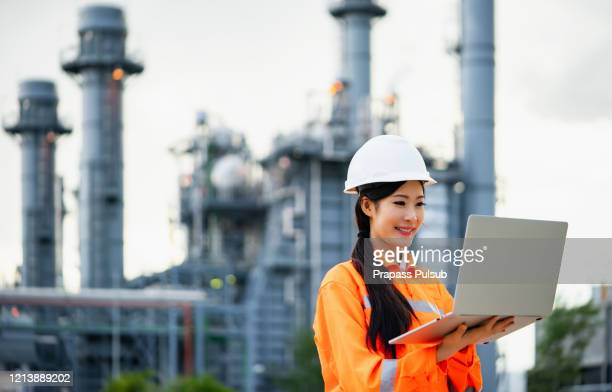 engineers and technician discussing the maintenance of a petrochemical plant. technical inspection. oil and gas industry. - hydrocarbon stock pictures, royalty-free photos & images