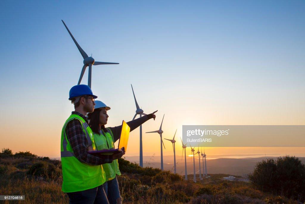 Ingenieros de la turbina de viento : Foto de stock