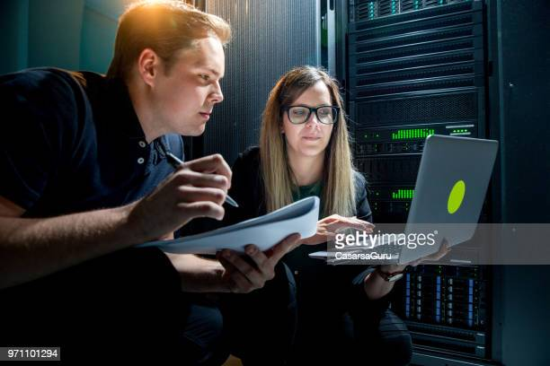 it engineers taking notes from supercomputer analysis - network server stock pictures, royalty-free photos & images