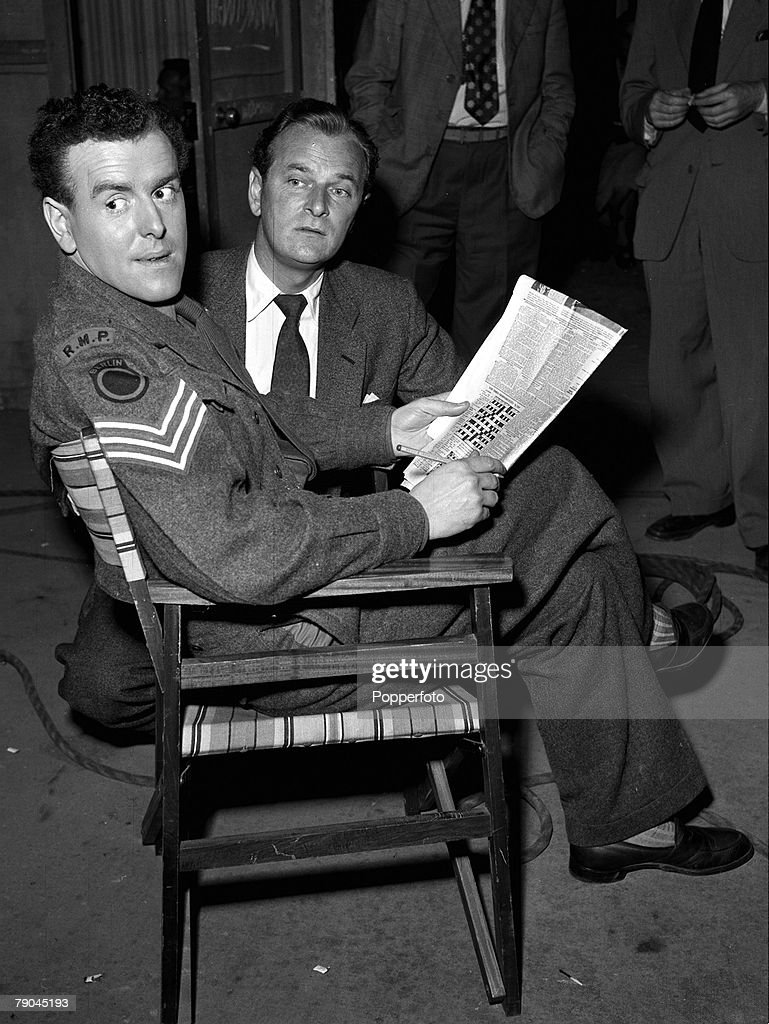 1954. England. A picture of British actors George Cole and Nigel Patric on the set of the film 'Prize of Gold'. : News Photo