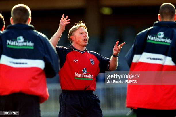 England assistant coach Sammy Lee gesticulates wildly as he talks to the England players