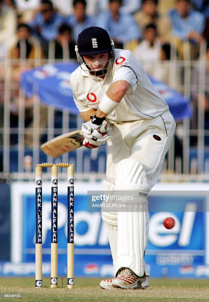 England batsman Ian Bell plays a stroke against Pakistan during the second day of the second Test match at Iqbal Cricket Stadium in Faisalabad, 21 November 2005. England were 113-3 in their first innings at stumps in reply to Pakistan's 462 at close of play. AFP PHOTO/Aamir QURESHI