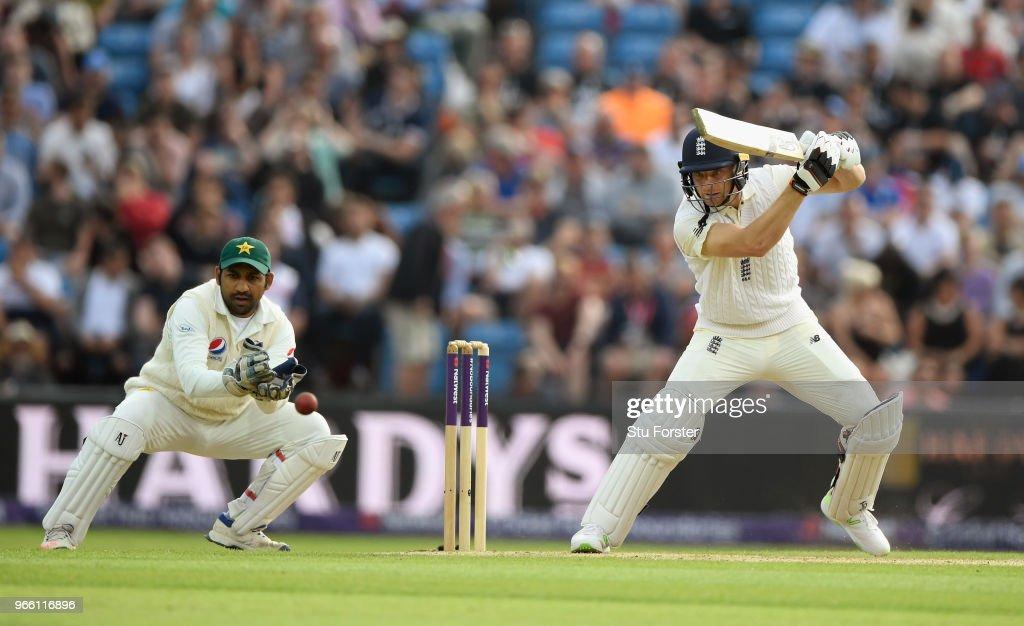 England v Pakistan: 2nd Test - Day Two : News Photo