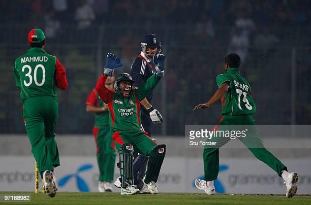 England batsman Kevin Pietersen looks on as Bangladesh wicketkeeper Mushfiqur Rahim celebrates with bowler Shakib Al Hasan after taking his wicket...