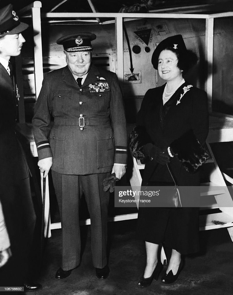 England, Biggin Hill, The Queen Mother And Sir Winston Churchill. 1952 : News Photo