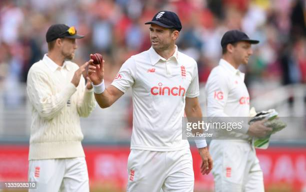 England bowler James Anderson acknowledges the applause as he leaves the field after taking 5 wickets on Ruth Strauss Foundation Day during day two...