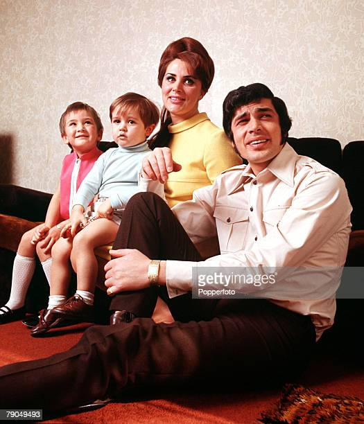 England British pop singer Engelbert Humperdinck is pictured with his wife Patricia and their two children