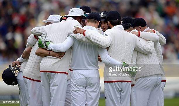 England captain Alastair Cook speaks to his players in the huddle during day one of the 3rd Investec Ashes Test match between England and Australia...
