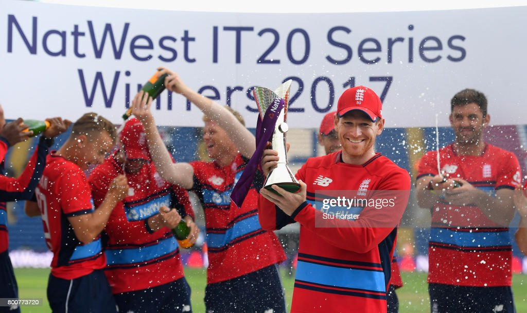 England captain Eoin Morgan and his team celebrate after the 3rd NatWest T20 International between England and South Africa at SWALEC Stadium on June 25, 2017 in Cardiff, Wales.
