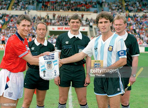 England captain Gary Lineker meets Oscar Ruggeri of Argentina watched by the match officials Emilio Soriano Aladren Zoran Petrovic and Peter...