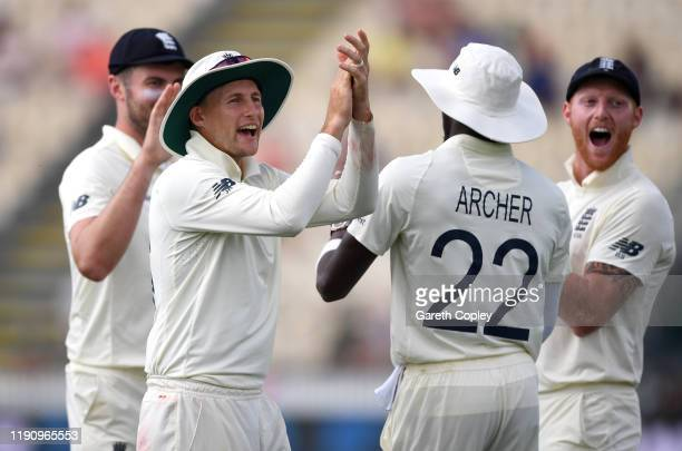 England captain Joe Root and Ben Stokes applaud the crowd after Jofra Archer catches out Daryl Mitchell of New Zealand during day 2 of the second...