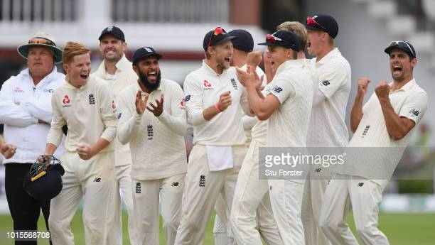 England captain Joe Root and team mates celebrate after the review of Virat Kohli wicket is given out caught by Olli Pope during day 4 of the Second...