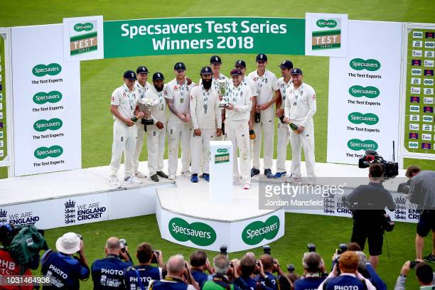 England Captain Joe Root lifts the trophy with his teammates as England celebrate victory in the series during day five of the Specsavers 5th Test...