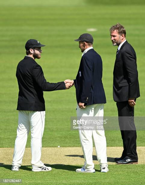 England Captain Joe Root shakes hands with New Zealand Captain Kane Williamson watched on by Match Referee Chris Broad during the toss on Day 1 of...