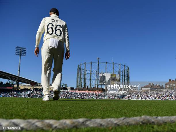 England captain Joe Root walks on to the field for the evening session during day two of the 5th Specsavers Ashes Test between England and Australia...